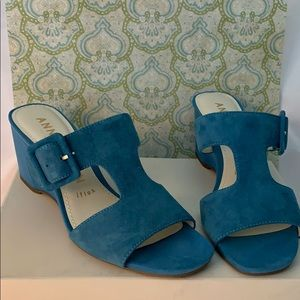 🌻New in Box Anne Klein suede blue sandals 71/2🌻